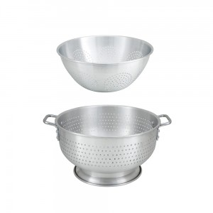 colanders-with-base